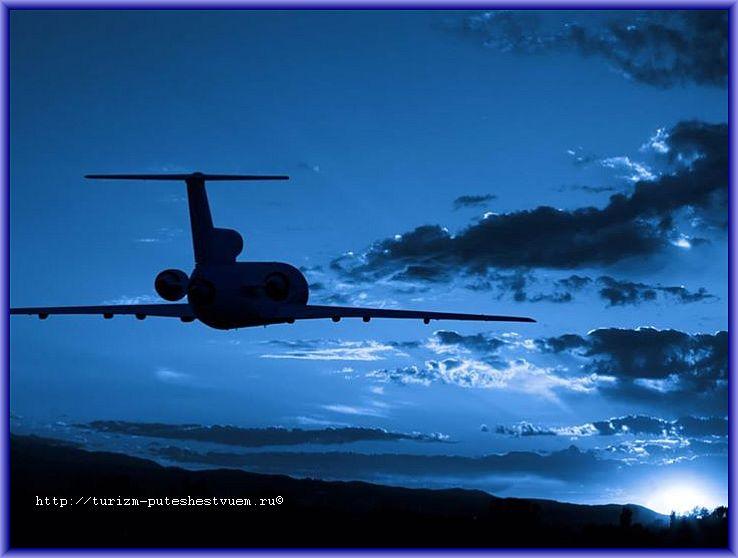 облегчить ночной перелёт - самолёт в ночном небе