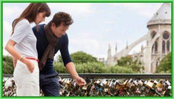 Тяжким грузом легла любовь и клятвы молодожёнов на перила мостов города - замки любви угрожают парижанам и туристам