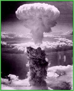 В августе 1945 года в 8 часов утра ВВС США сбросили первую атомную бомбу на Хиросиму
