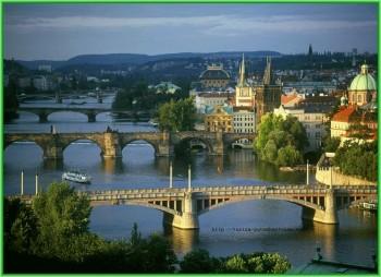 Краков - в городе около сотни мостов на самый любой вкус