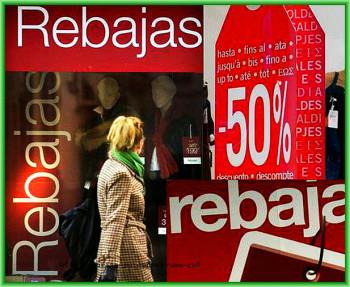 """надписи на витринах магазинов """"Venta!!!"""" и """"Rebajas!!!"""" - скидки и распродажа"""