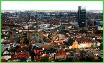 Брюссель - множество высотных построек наряду с маленькими одно и двухэтажными старыми зданиями