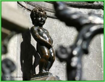 Знаменитая статуя «Писающий мальчик»