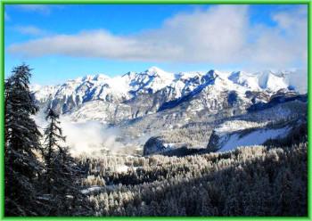 город Предял Румыния расположен между выдающимися горами, такими как Бучеджь, Постэварул, Пьятра Маре и Баю