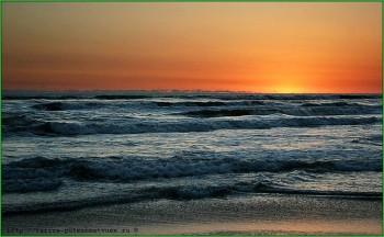 Волны Каспийского моря во время прибоя фото