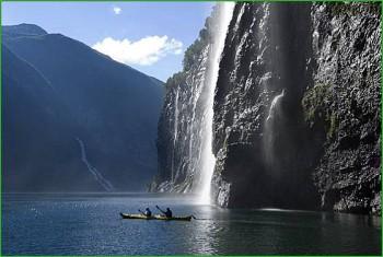 Фото норвежской природы - фантастический вид среди скал