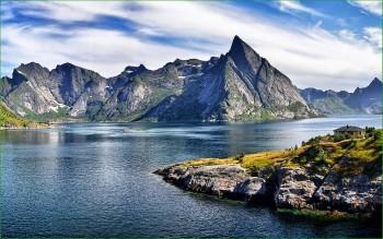 Природа Норвегии - река и горы - фото