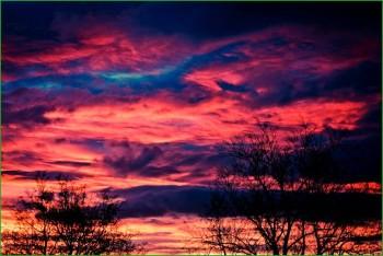 природа Норвегии - прекрасные облака в предрассветном небе - фото