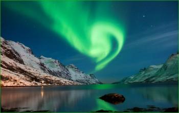 Полярное Сияние над норвежцами фото