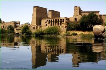 Асуан со стороны Нила фото