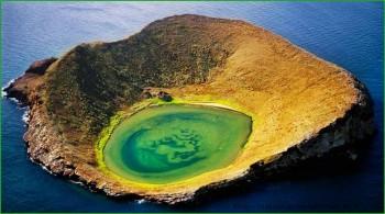 кратер потухшего вулкана на Галапагосских островах фото