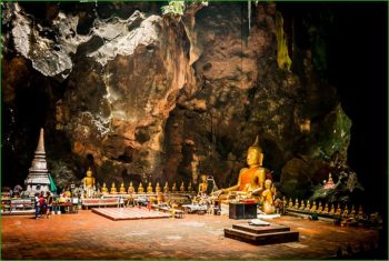 Пещера Будды в комплексе Пак-У фото