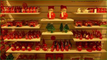 Рынок Эспланади - рождественские красные эльфы на рынке фото