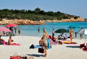 На Сардинии откроют пляжи и аэропорты